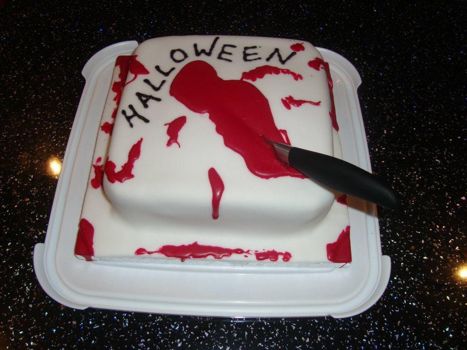 halloween-knife-cake